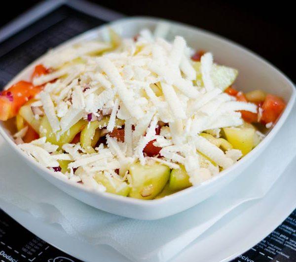 salate sopska salata